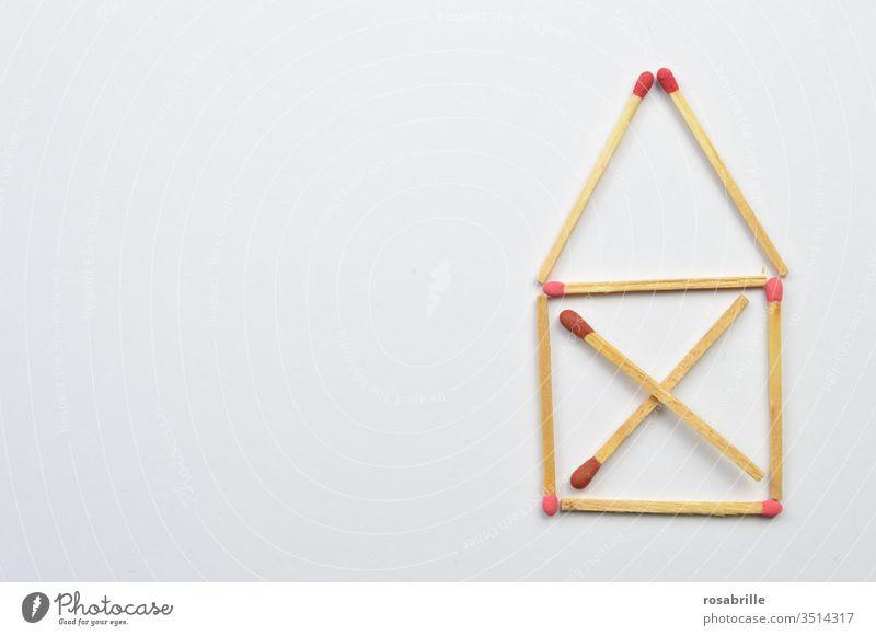 Streichhölzer: das Haus vom Nikolaus | Symmetrie Streichholz Spiel legen anzünden Feuer Sammlung Muster Freifläche rot weiß entflammen Spiel mit dem Feuer