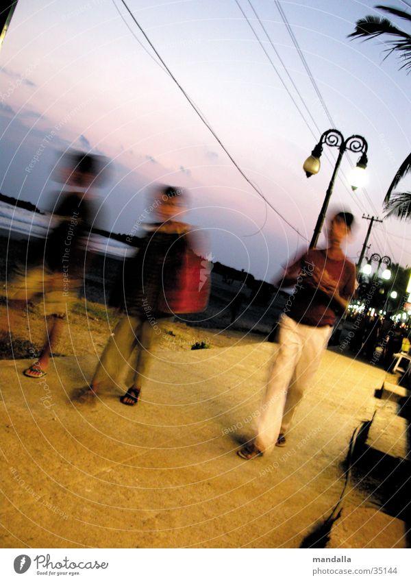 Kovalam Beach III Kind Strand Junge gehen Laterne Indien Promenade Los Angeles