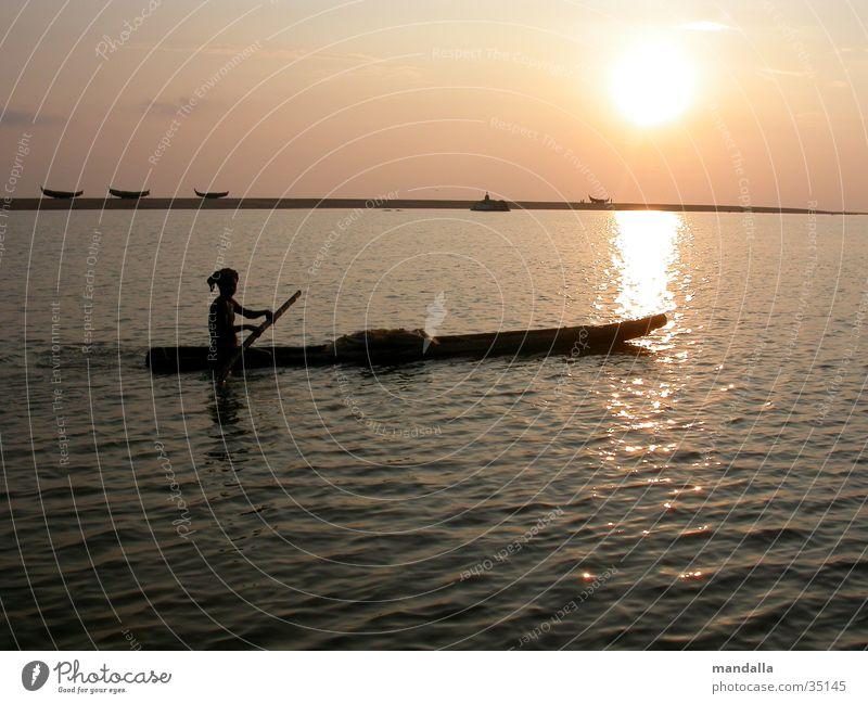 Sunset Kerala Fischer Wasserfahrzeug Sonnenuntergang Dämmerung Indien Los Angeles Fluss Bewegung Silhouette