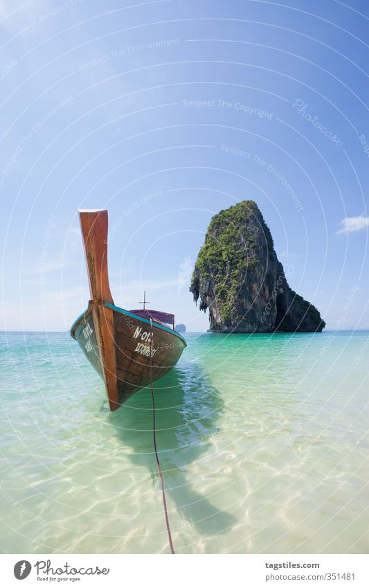 ENDLICH SOMMER! Thailand Krabi Phra Nang Phra Nang Beach Strand Langboot Longtail Tradition konventionell Wasserfahrzeug Felsen Sommer Sand Meer Asien