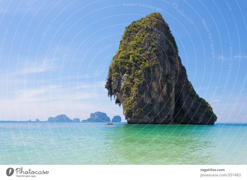 FINDE DAS KANU ... Natur Ferien & Urlaub & Reisen Meer Landschaft Strand Reisefotografie Felsen Idylle groß Tourismus fahren Asien Postkarte türkis skurril Kanu