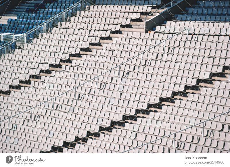 Leere Stühle auf der Tribüne des Olympiastadions in Barcelona, Spanien Stadion Stuhl leer Sport Sitz keine Menschen Arena niemand weiß Veranstaltung Reihe