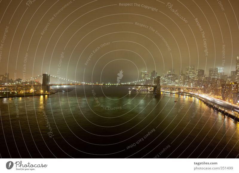 BROOKLYN 2 MANHATTAN Ferien & Urlaub & Reisen Stadt dunkel Reisefotografie Beleuchtung Nebel Brücke USA Postkarte Dunst Stars and Stripes New York City
