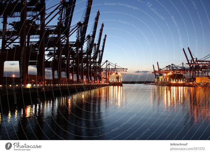 Burchardkai am Abend Wasser Horizont Flussufer Schifffahrt Verkehrswege Städtereise Containerschiff