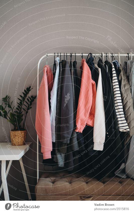 Garderobe Kleiderschrank trendy Stilrichtung kaufen verkaufen Frauen farbenfroh lässig Jacke Bekleidung Kleidung heimwärts Pflanzen