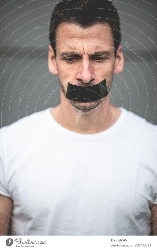 Redeverbot - Mann Mund zugeklebt Maulkorb knebel Klebeband stumm verstummen Verbote still ruhig Angst Meinungsfreiheit freie Meinungsäußerung schweigen