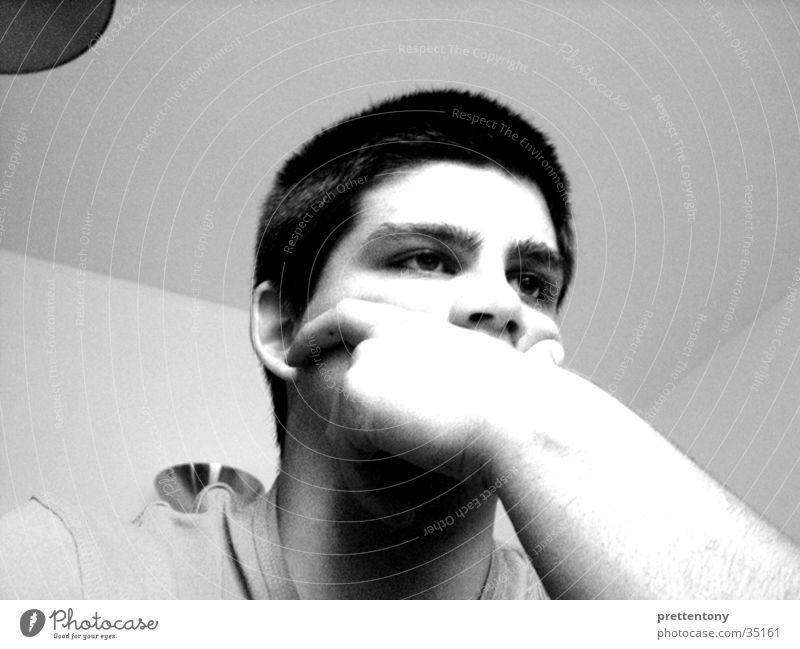 prettentony |01 Mann Langeweile Gesichtsausdruck Grauwert