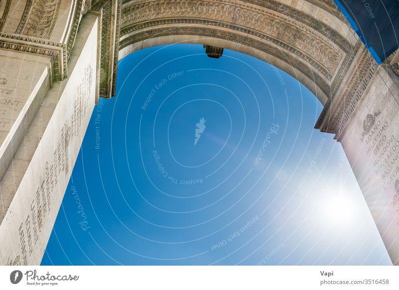 Arc de Triomphe am blauen Himmel in Paris Bogen triumphieren Frankreich Triumph Wahrzeichen Architektur Tourismus Denkmal Französisch Europa reisen Großstadt