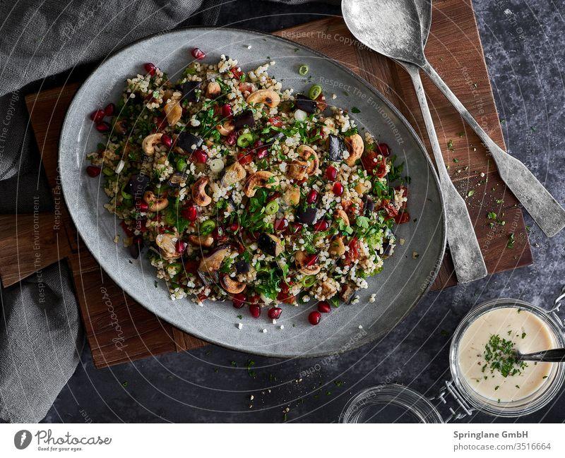 Bulgursalat mit Aubergine und Granatapfel Salat Frisch Fresh Food Foodie Gesund Vegan Veggie grillen kochen gesundeküche Vegetarische Ernährung Lebensmittel
