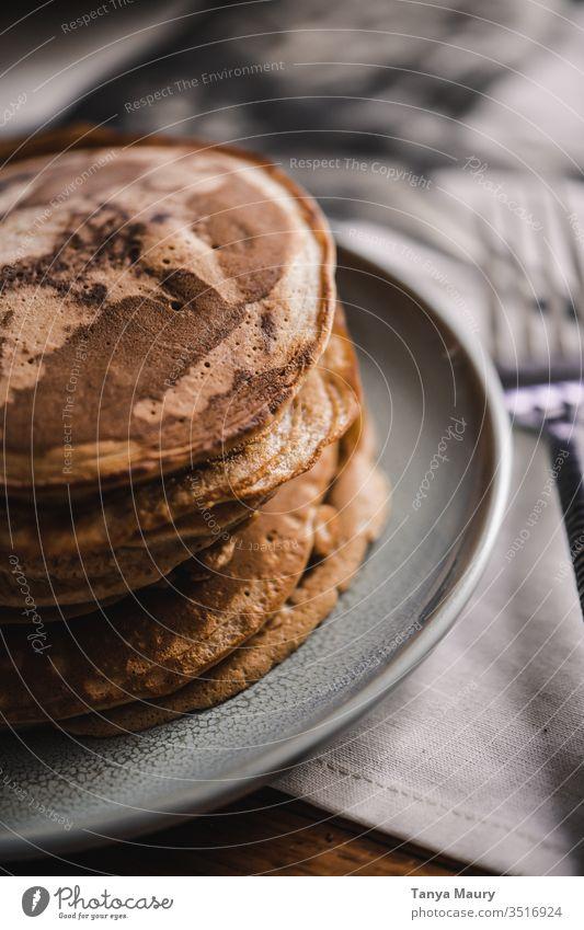 Stapel Pfannkuchen mit Belag Pfannkuchen-Stapel Lebensmittel Food-Fotografie Erdnussbutter Ernährung frisch Frühstück Frucht Gesundheit Dessert Snack Beeren