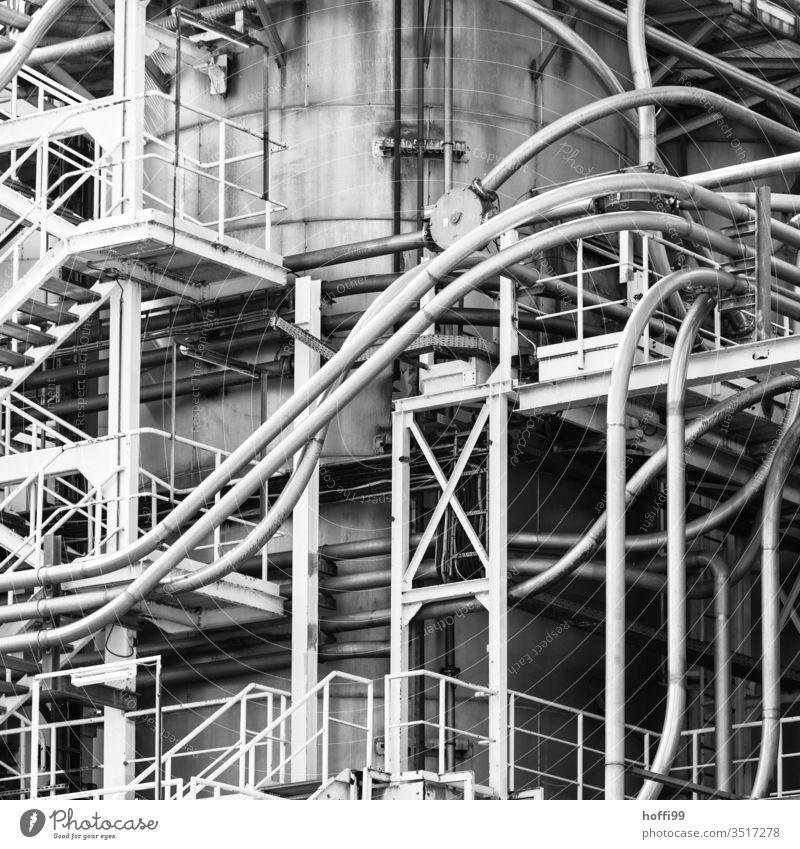 Rohrleitungen eines chemischen Betriebs Chemieindustrie Anlagentechnik Industrieanlage Stahl Linie Fabrik Energiewirtschaft Chemiewerk Technik & Technologie