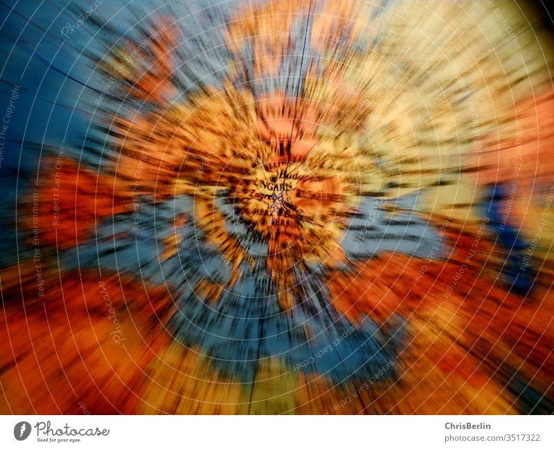 Zoom-Aufnahme von einem Globus farbig Weltkarte interessant beleuchtet Erde Farbfoto Innenaufnahme Umwelt Planet Kugel Landkarte Ferien & Urlaub & Reisen