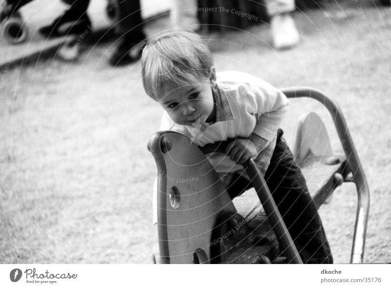 Reiter Spielplatz Pferd Kleinkind Spielen Mann Junge