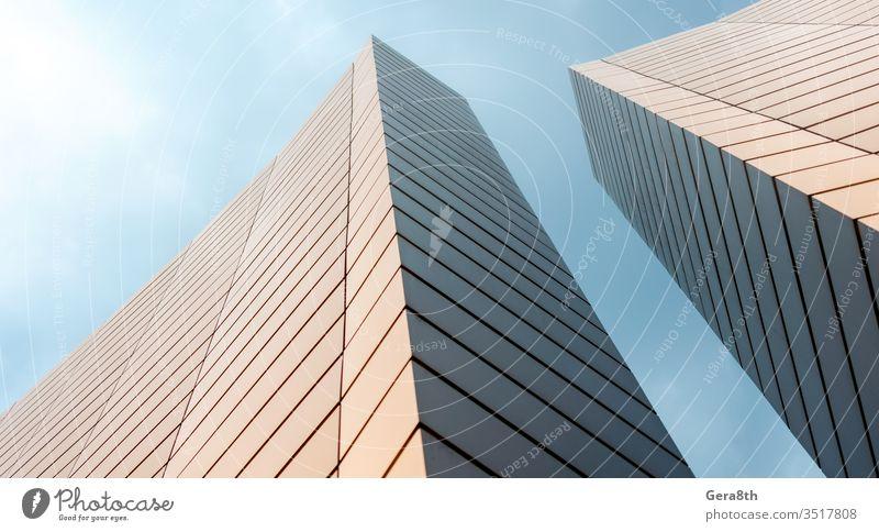 Wände eines modernen Gebäudes vor blauem Himmel Abstraktion Architektur Hintergrund Business Großstadt Stadtbild Farbe Anschluss Konstruktion korporativ Design