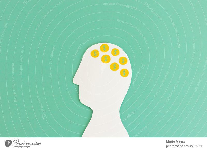 Geld im Kopf | Kopf Silhouette aus Papier mit Dollar Münzen Hintergrund neutral Gehirn u. Nerven Denken Stress Mensch Scherenschnitt schlecht Gedanken Gier