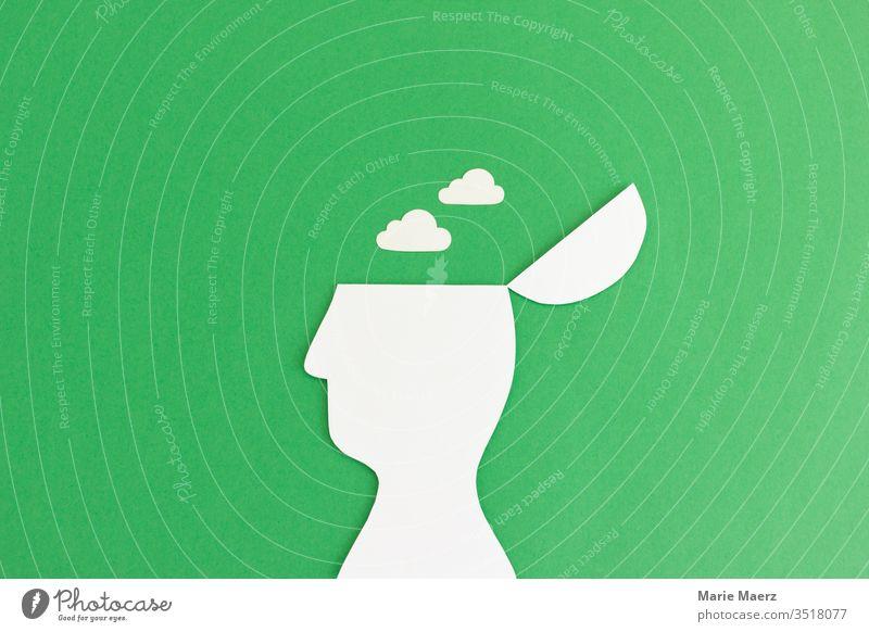 Entspannen & Meditieren | Kopf Silhouette mit Wolken achtsam Erholung Meditation Gedanke Verstand Farbfoto Studioaufnahme träumen frei ruhig Feierabend