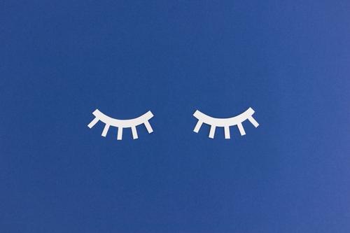 Müde // Geschlossene Augen aus Papier geschlossene Augen schlafen Müdigkeit träumen schön ruhig weiß Traum Sinnesorgane Wimpern Grafik u. Illustration