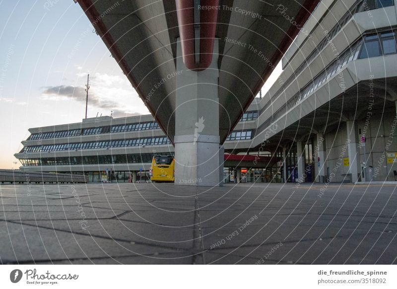 Flughafen Tegel TXL Flughafen Berlin-Tegel Abend Himmel Licht Luftverkehr Flugzeug Bus Ferien & Urlaub & Reisen Dynamik Flugzeugstart Reisefotografie fliegen