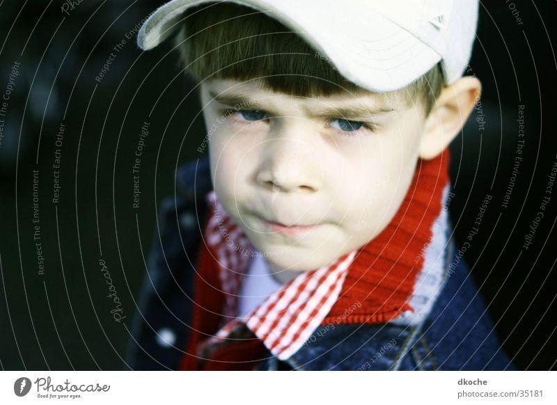 Was willst du? Kind skeptisch Baseballmütze Junge stirnrunzeln Kappe