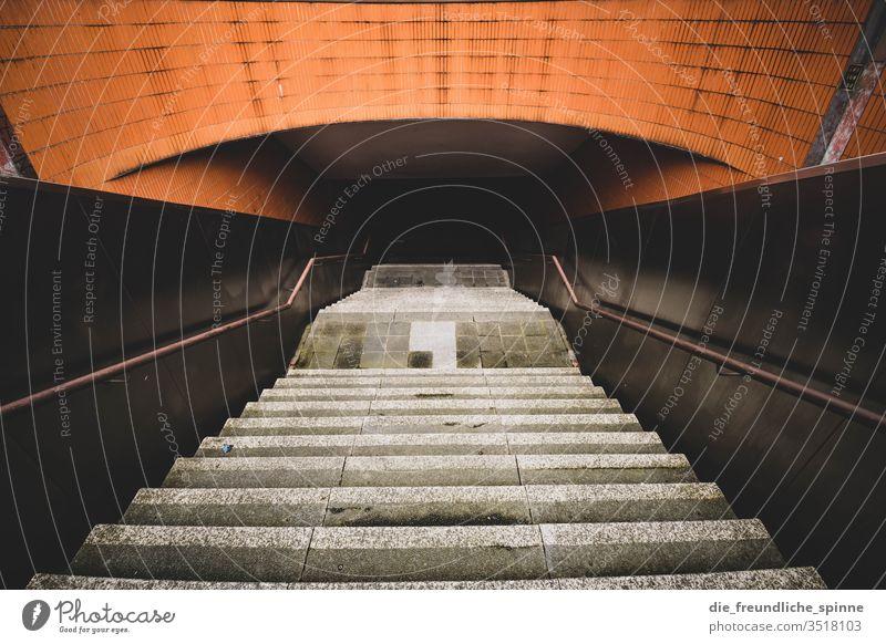 ICC I Berlin internationales congress centrum Architektur icc modern Wahrzeichen Stadt Menschenleer Treppe Treppenhaus Messe Messe Berlin Ausstellung Funkturm