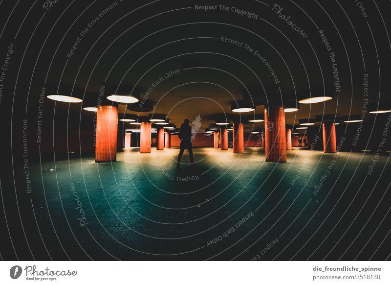 ICC III Berlin internationales congress centrum Architektur icc modern Wahrzeichen Stadt Menschenleer Treppe Treppenhaus Messe Messe Berlin Ausstellung Funkturm