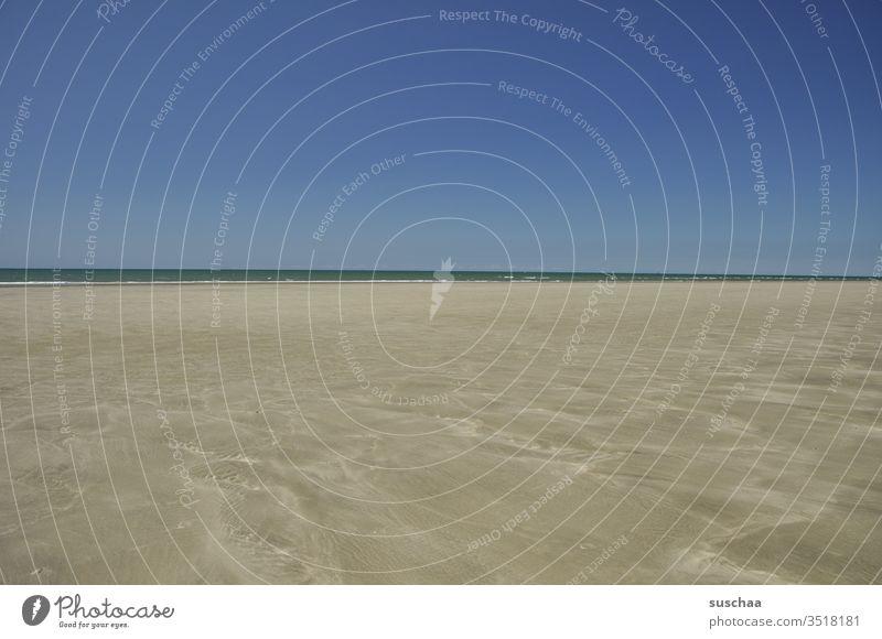 an einem leeren, weiten strand Strand Weite Meer Horizont Natur Wasser Küste Ferne Sand Ferien & Urlaub & Reisen Außenaufnahme Landschaft Freiheit Sommerurlaub