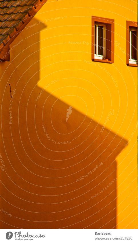 tagschatten. Ferien & Urlaub & Reisen Stadt Haus Fenster gelb Wärme Wand Gebäude Mauer Fassade Wohnung Tourismus Häusliches Leben gold Dach Stadtzentrum