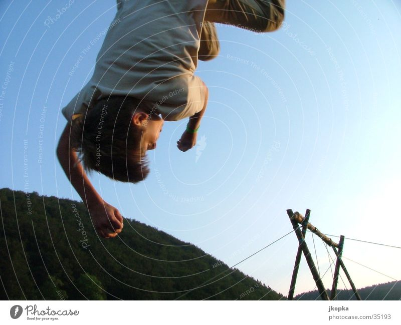 abhänger Mensch Kind Himmel Jugendliche Ferien & Urlaub & Reisen Hand Freude Junge Haare & Frisuren Freiheit Kopf springen fliegen maskulin Freizeit & Hobby Kindheit