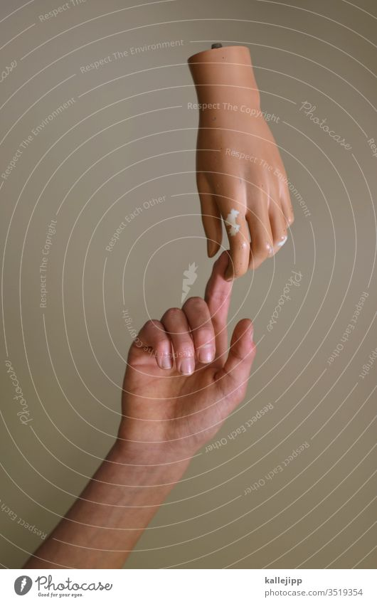 get in touch Hand Finger Berührung Religion & Glaube Gott Mensch coronavirus übertragung Farbfoto Arme hoch Zeigefinger Fingernagel Nahaufnahme Mittelfinger