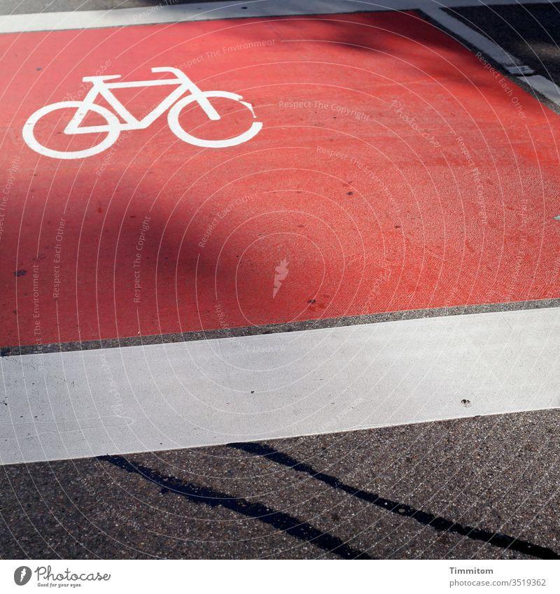 Fahrrad Wartezone Fahrradfahren Straße Markierung Piktogramm Farbe Linien Verkehr Verkehrsmittel Stadt