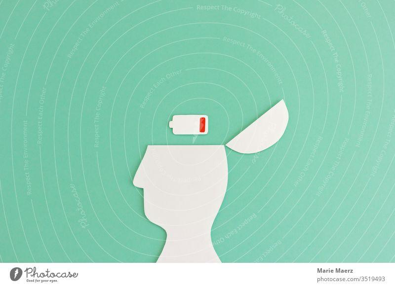Ausgepowert | Kopf Silhouette mit leerem Batterie Symbol Arbeit & Erwerbstätigkeit Erfolg Mensch Erschöpfung Müdigkeit Stress Kreativität Energie Erholung