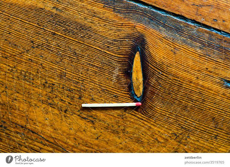 Streichholz brand brennen buchstabe challenge flamme maserung photocase schrift streichholz zirkel diele fußboden holzfußboden