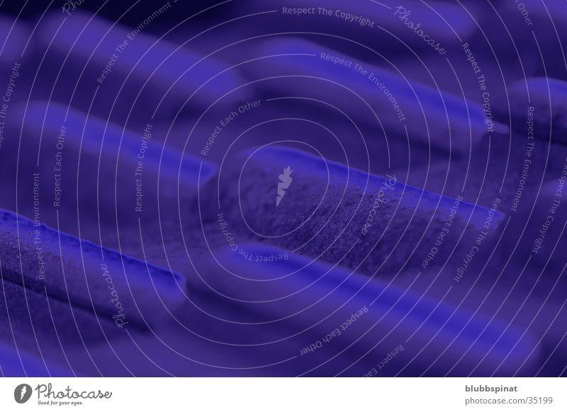 Blaue Dachziegel Backstein obskur blau Detailaufnahme