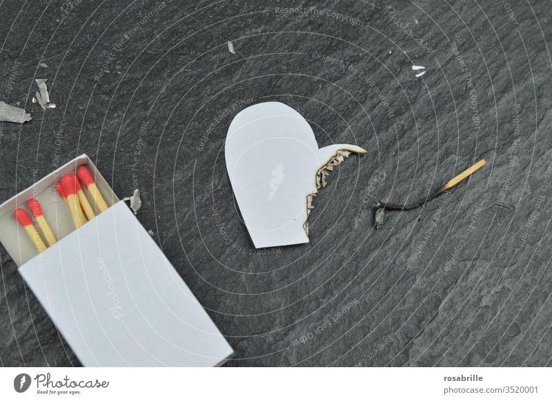 abgestorben | -e Liebe - verbranntes Herz Feuer Liebeskummer Scheidung Trennung Streit Ehestreit Ehekrach Beziehung Beziehungskrise beendet Krise Brand
