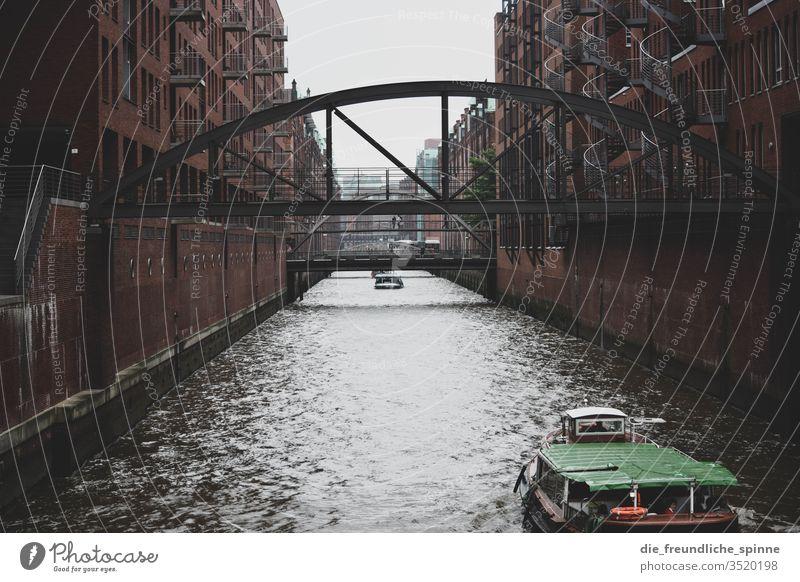 Sonnenuntergang Hamburger Hafen Elbe Schiff Schifffahrt Hafenstadt Wasser Farbfoto Wasserfahrzeug Außenaufnahme Dämmerung Fluss Sehenswürdigkeit Himmel
