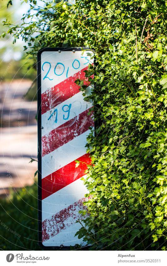 20,03 Warnbarke Verkehr Schilder & Markierungen Straße Bahnübergang Verkehrswege Straßenverkehr Menschenleer Außenaufnahme Verkehrszeichen Zeichen Warnschild