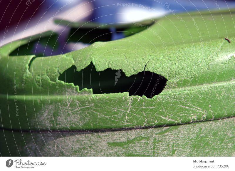 Gieskanne grün Häusliches Leben Loch Detailaufnahme Makroaufnahme Riss