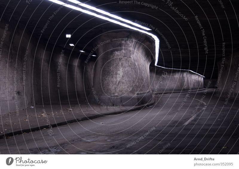 Matena Tunnel Verkehrswege Autofahren Fußgänger alt kalt Stadt matena matenatunnel Industrie Industriedenkmal Sehenswürdigkeit Mauer Wand Neonlicht Farbfoto