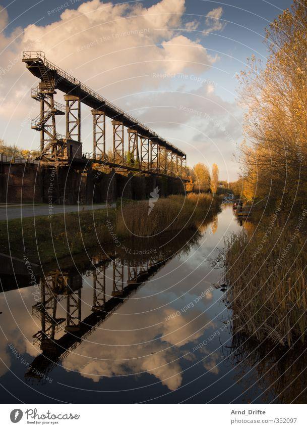 Spiegelung Landschaftspark Duisburg-Nord Industrie Industriefotografie Architektur Kultur Himmel Brücke Bauwerk Stahl Rost Vergangenheit Vergänglichkeit