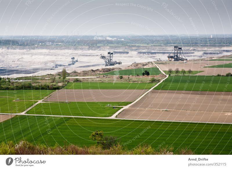 Braunkohletagebau Natur Umwelt Sand Feld Energiewirtschaft Urelemente Loch Maschine Produktion Bagger industriell Bergbau Endzeitstimmung Kohle produzieren