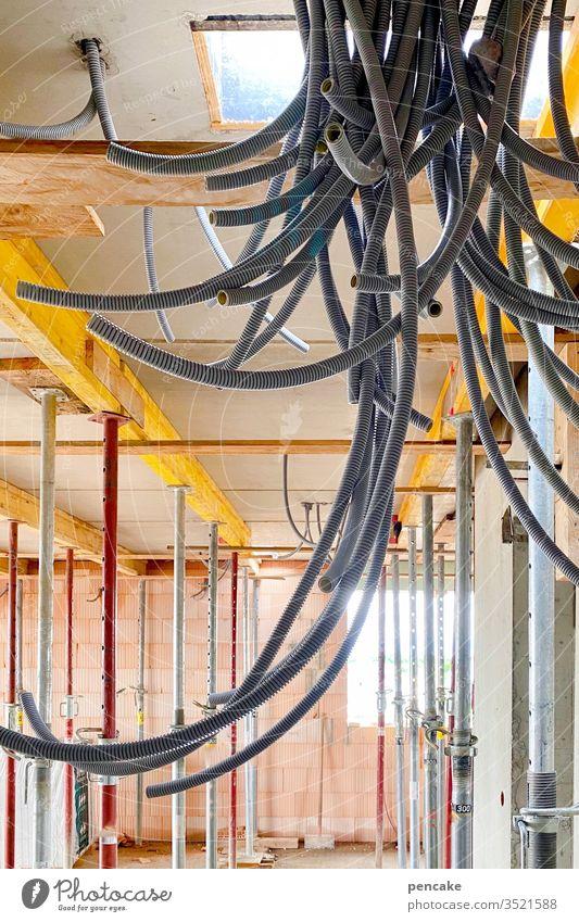 schwarzwurst | wörtlich genommen Rohbau Schläuche Kabelbaum Neubau Baustelle Technik & Technologie Elektrizität Leitung Versorgung Wand Verbindung Wurst Würste