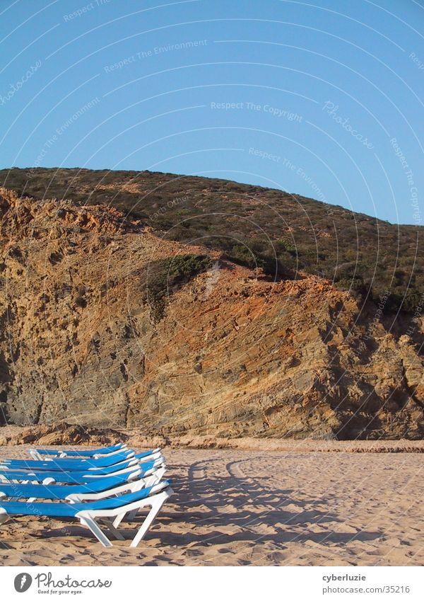 On the Beach Strand Portugal Europa liegen Sand blau Felsen