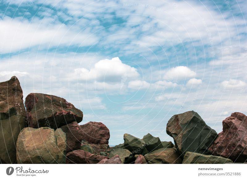 Bild von felsiger Meeresküste und schönem Himmel Landschaft Wasser MEER Natur Küste Strand Meeresufer reisen Ansicht Felsen Meereslandschaft Sommer malerisch