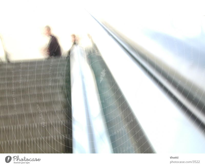 upstairs Rolltreppe weiß Fototechnik Bewegung