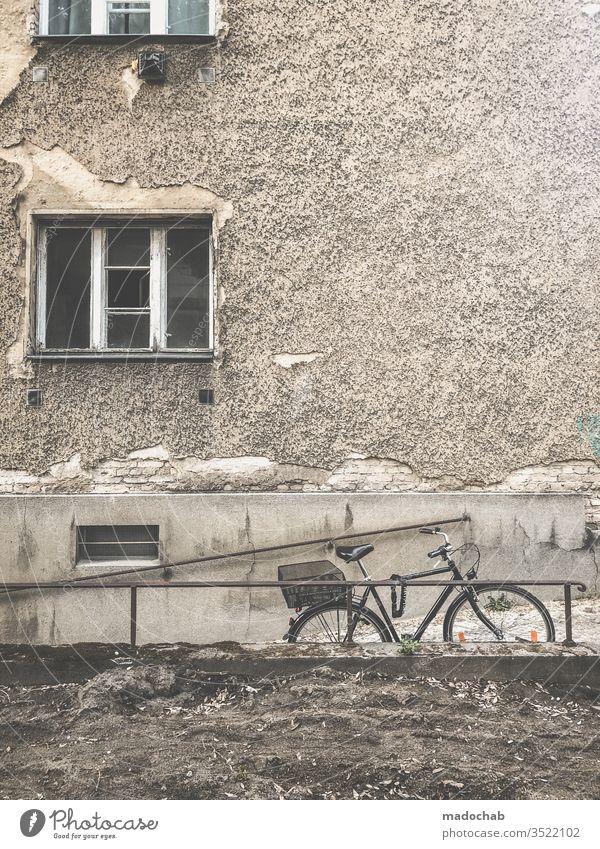 Anlagevermögen Wohnen Leben trist kaputt zerstört trash Berlin Immobilie Wohnung Haus Häusliches Leben Architektur Gebäude wohnen Bauwerk Miete dreckig
