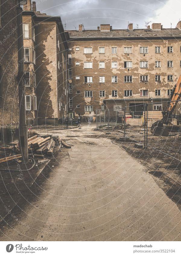 Paradies von Morgen Wohnen Leben trist kaputt zerstört trash Berlin Immobilie Wohnung Haus Häusliches Leben Architektur Gebäude wohnen Bauwerk Miete dreckig