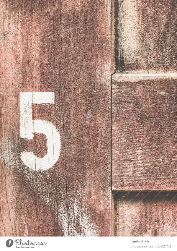 5 - Nummer - 5 - Zahl - 5 - Ziffer - 5 Jubiläum Geburtstag fünf Zeichen Ziffern & Zahlen Hausnummer Schilder & Markierungen zählen alt Farbfoto Holz Maserung