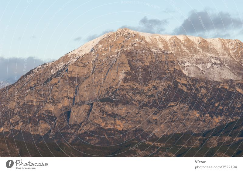 Berg. Nationalpark Ordesa y Monte Perdido. Pyrenäen. Huesca. Aragonien. Spanien. aragonisch Klippe Klippen Farbe Farben Felsspitze Felswände hoch Landschaft