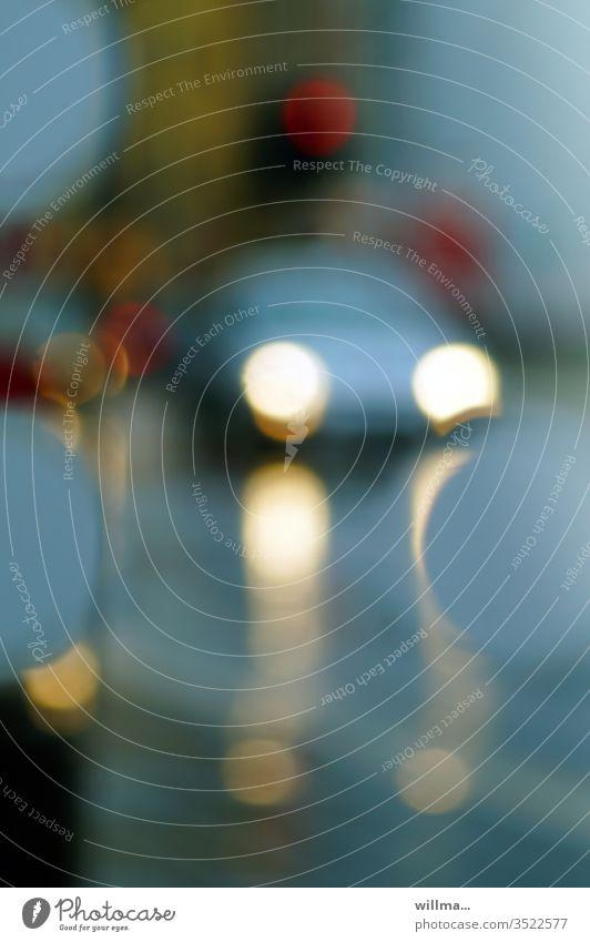 Verschwommene Autoscheinwerfer im Berufsverkehr Reflexion & Spiegelung Verkehr PKW Unschärfe Zeitlupe Straße Licht Straßenverkehr Autofahren Verkehrsmittel