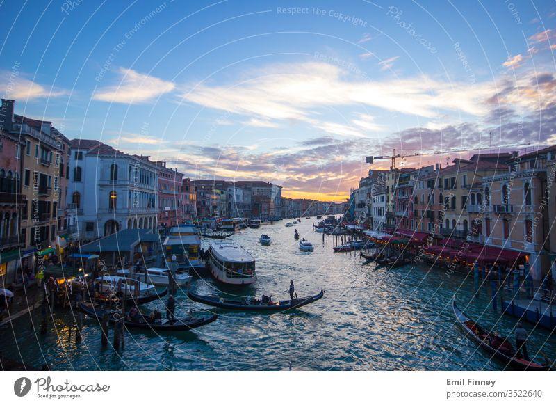 Venedig-Kanal Wasser altehrwürdig Ansicht venezia Veneto venezianisch reisen Urlaub Tourismus Stadt Straße malerisch Landschaft Szene rustikal romantisch ruhig